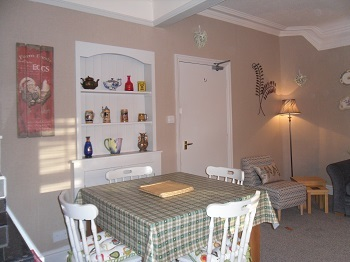 country cottage dining area